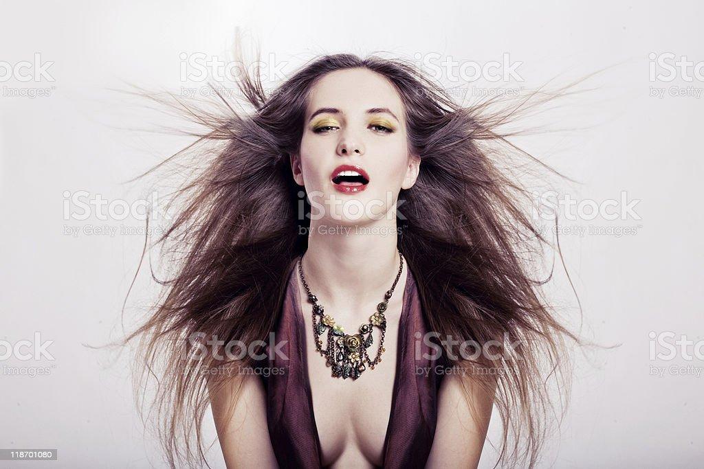 Estudio Retrato de una mujer joven belleza foto de stock libre de derechos