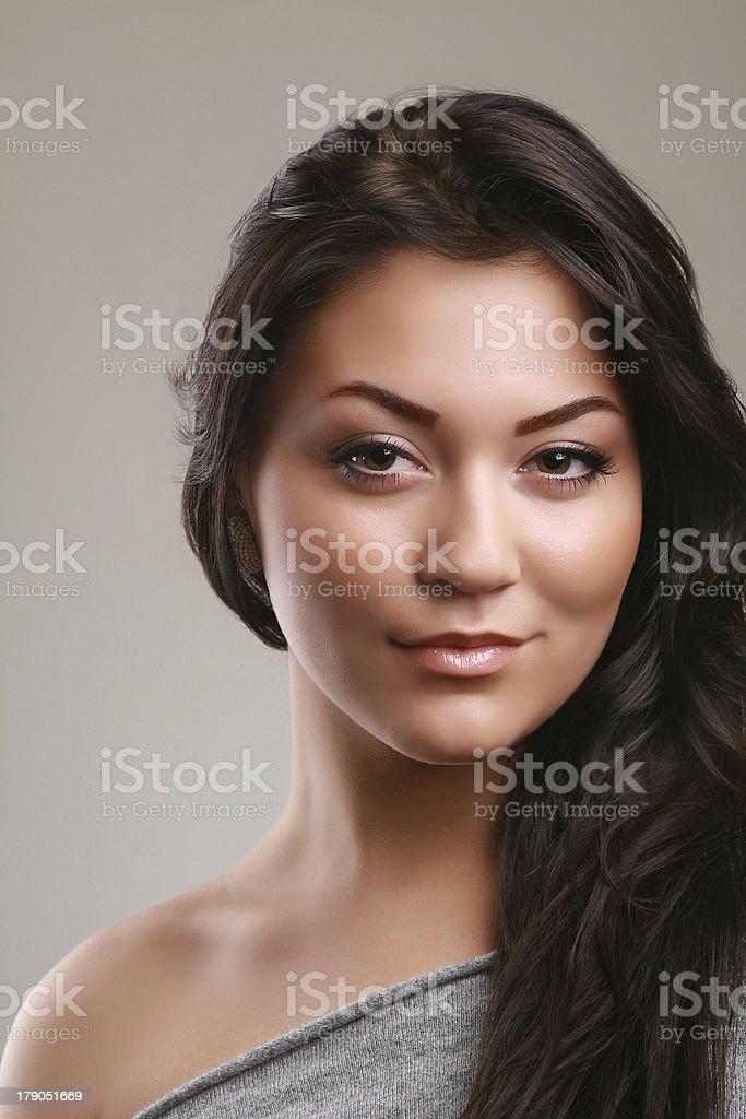 portrait de jeune femme studio photo libre de droits