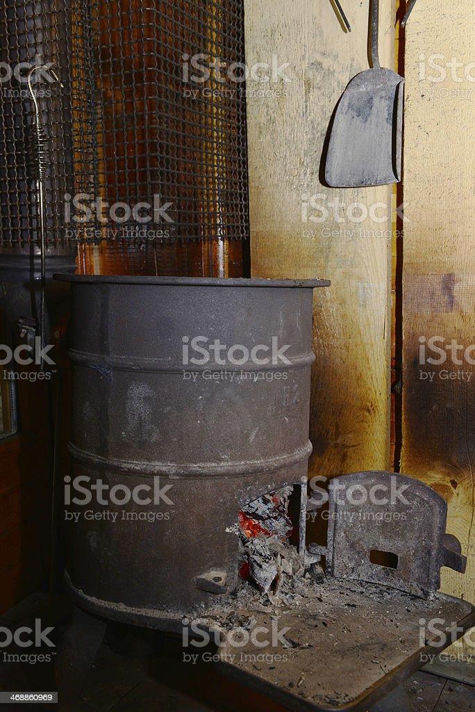 stufa nel rifugio stock photo