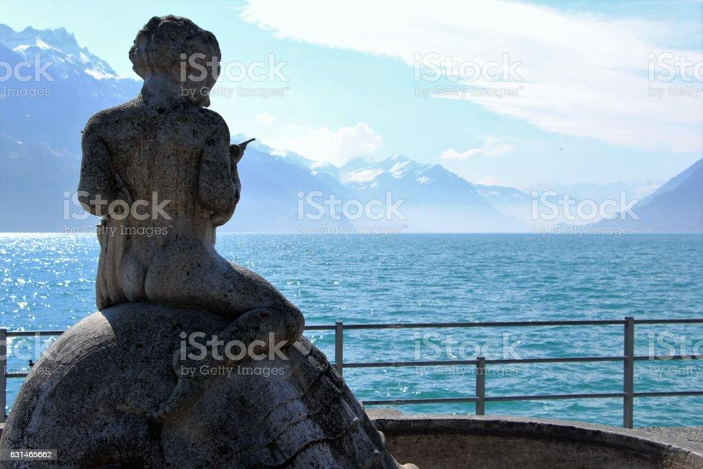Suisse, Brienz - lac de Brienz et statue d'une fontaine stock photo