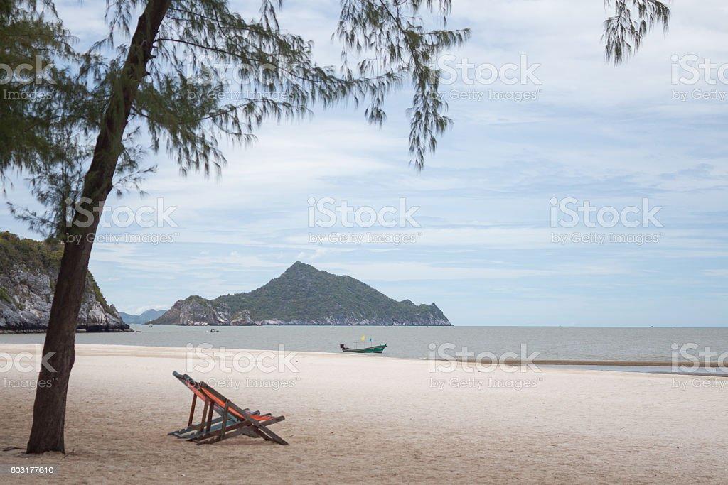 summer couple beach chair in holiday beach sea Стоковые фото Стоковая фотография