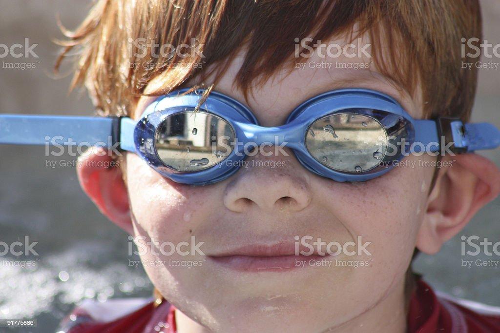 Summer fun garçon avec des lunettes de ski photo libre de droits