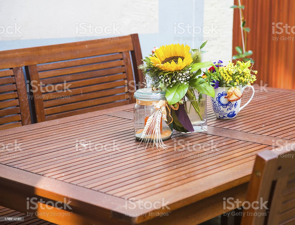 summerly table decoration stock photo
