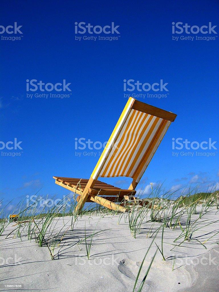 Sol en una silla de playa II Amrum foto de stock libre de derechos