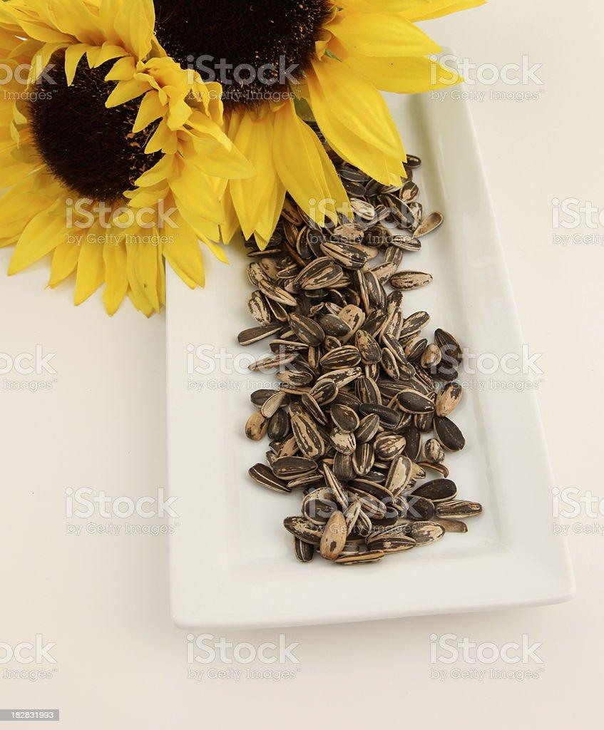 sunflowers y semillas de girasol foto de stock libre de derechos