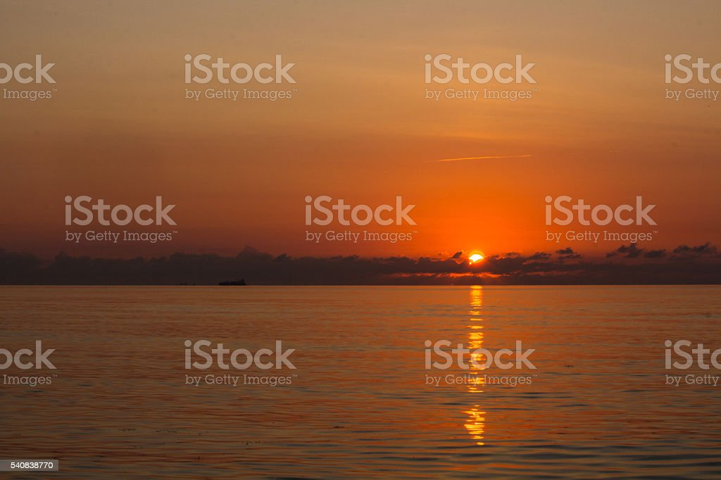 amanecer en el mar stock photo