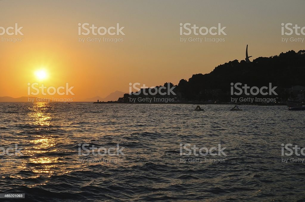 Zachód słońca w Morze Adriatyckie w Podgora.  Chorwacja zbiór zdjęć royalty-free