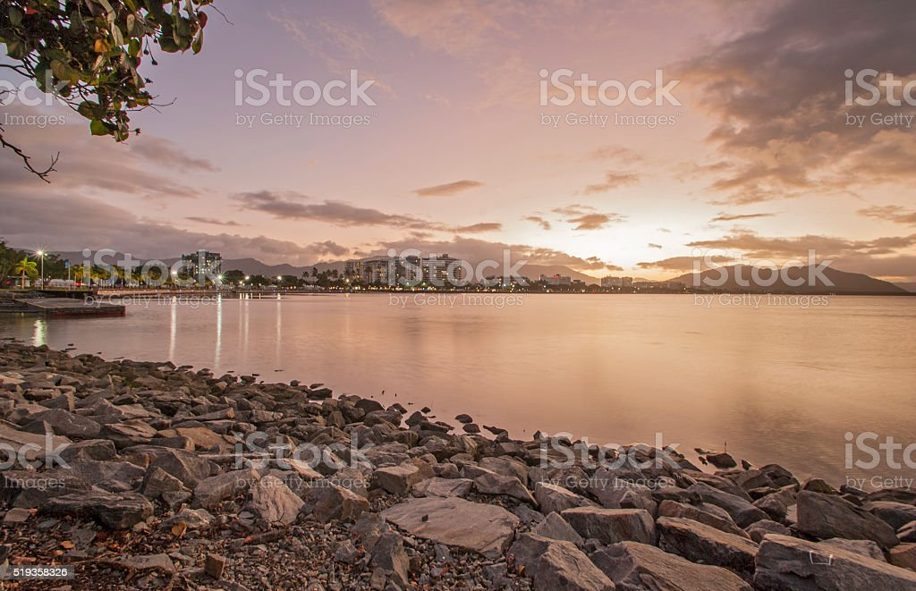 Sonnenuntergang in Cairns stock photo
