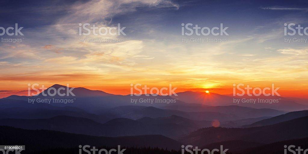 Coucher de soleil dans les montagnes Carpathian photo libre de droits