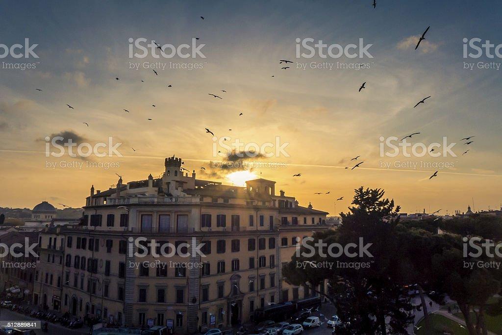 Pôr do sol, em Roma foto royalty-free