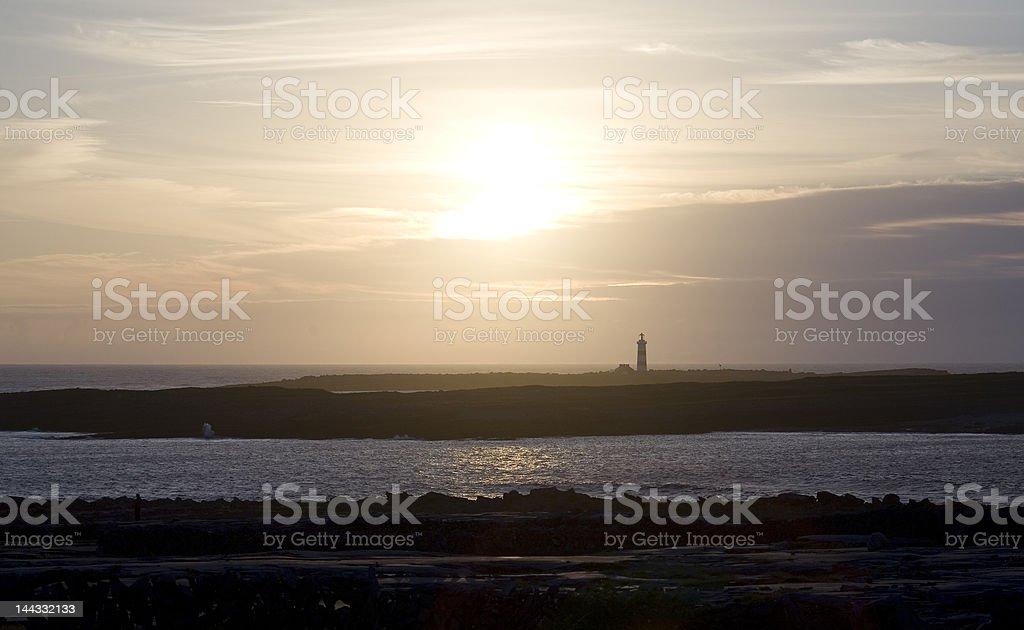 Sunset Inis Mor, montrant Phare photo libre de droits