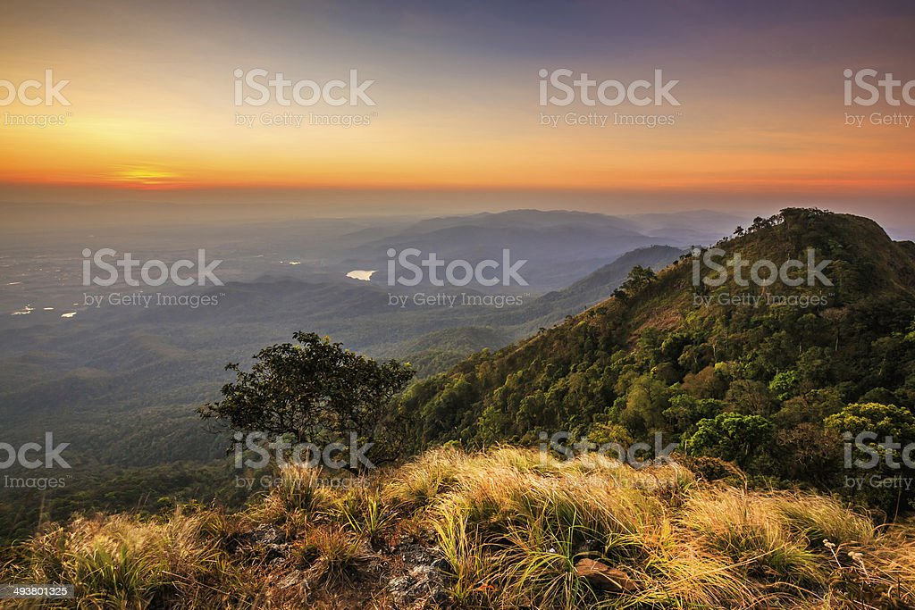 Sonnenuntergang in die Berge-Landschaft Lizenzfreies stock-foto