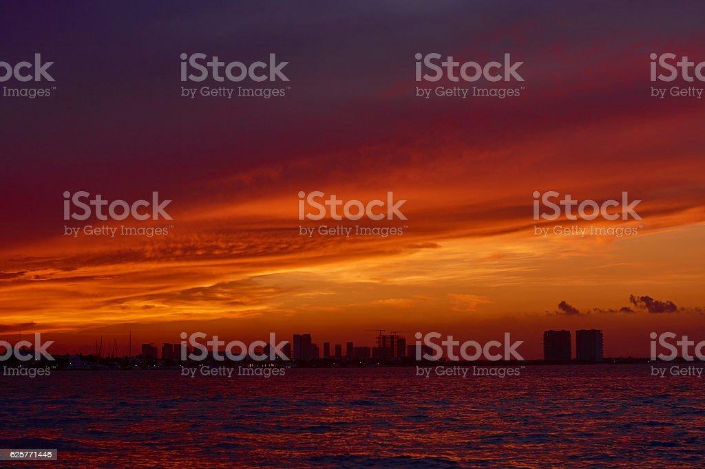 Tramonto sul Mar dei Caraibi. foto stock royalty-free