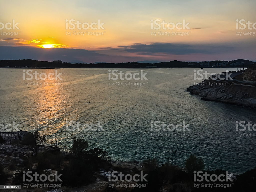 Coucher de soleil sur la baie photo libre de droits