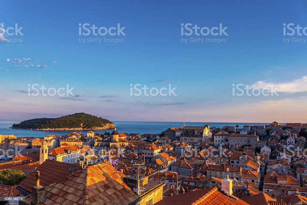 Pôr do sol sobre o Dubrovnik, Croácia foto royalty-free