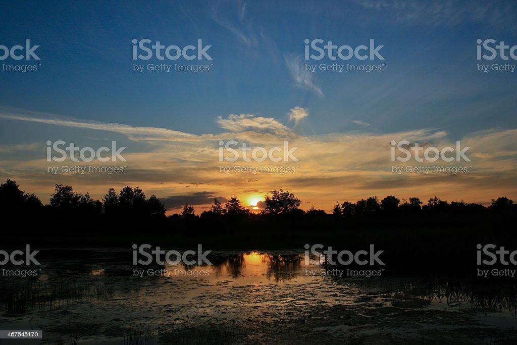 Puesta de sol sobre el lago foto de stock libre de derechos