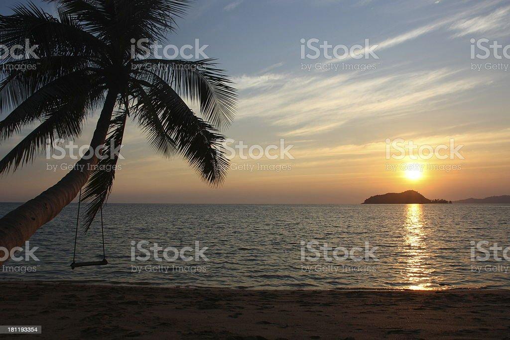 Pôr do sol sobre o Golfo da Tailândia foto de stock royalty-free