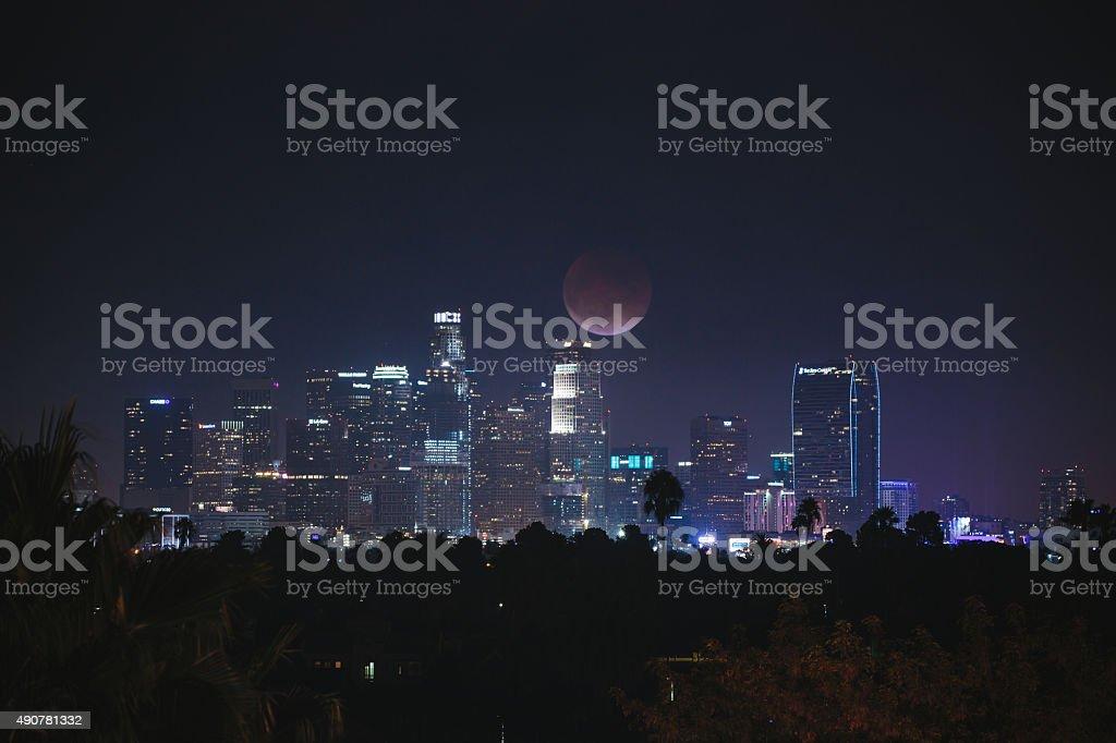Очень Красная луна над Лос-Анджелес, центр города. Стоковые фото Стоковая фотография