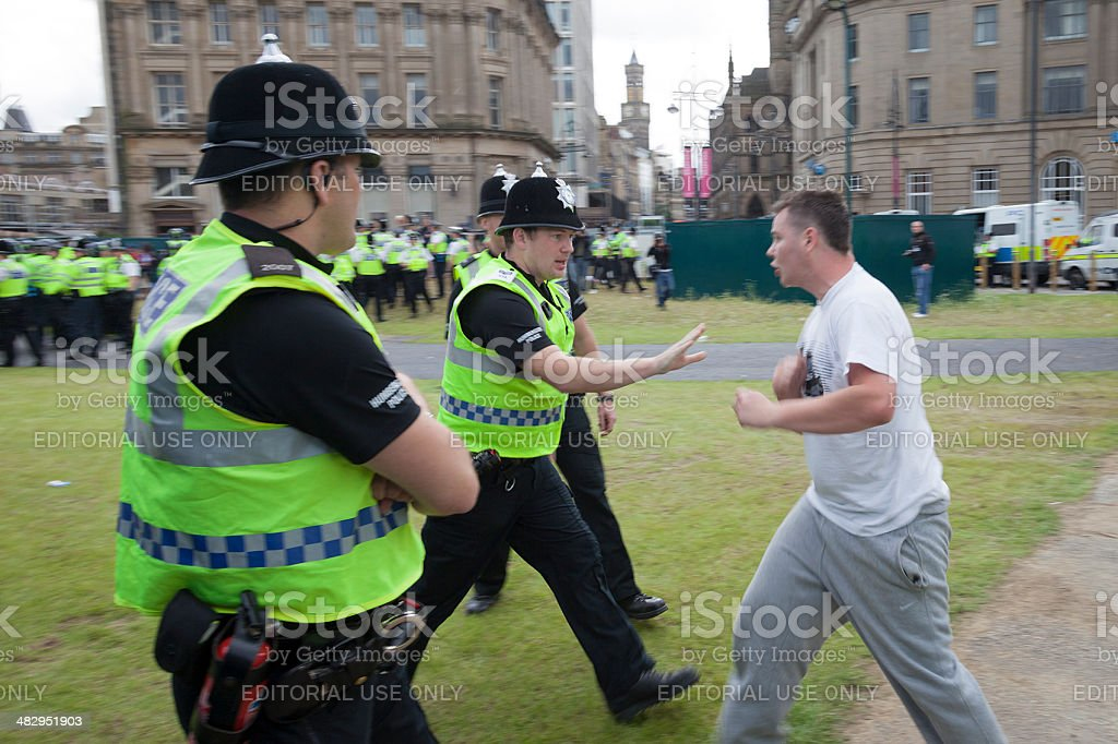 EDL supporter confronts policemen stock photo