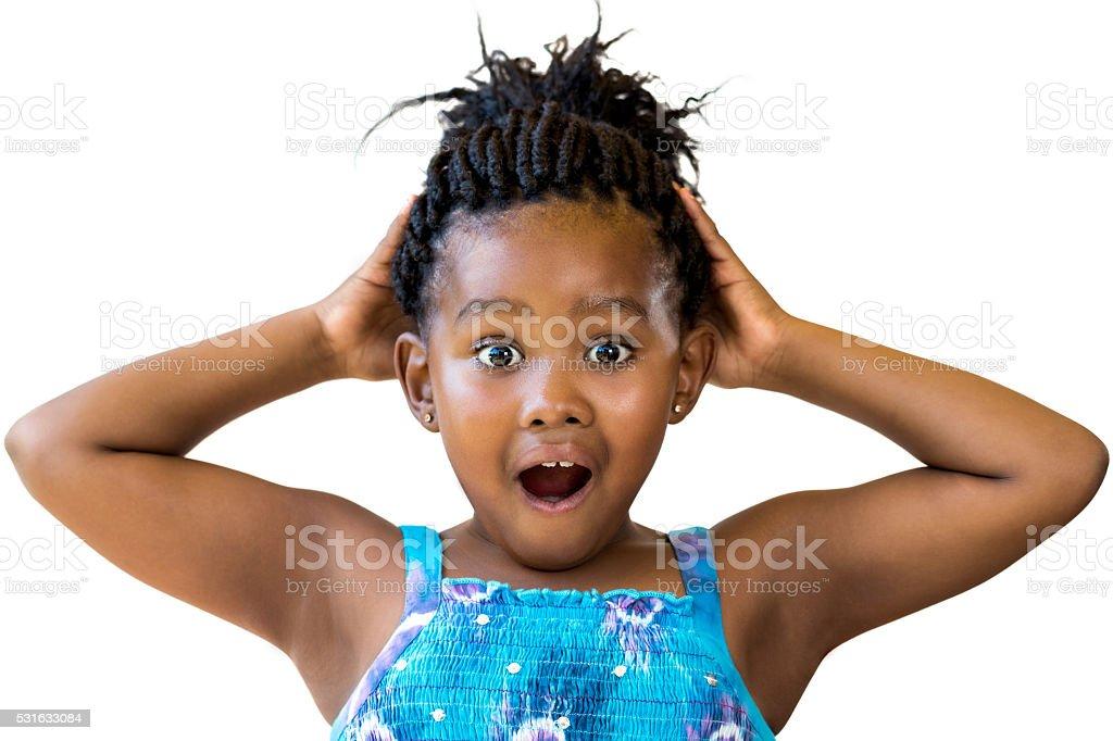 Surpris kid africaine avec les mains sur la tête. photo libre de droits