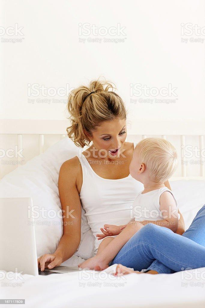 Сын в постели с матерью фото 662-61
