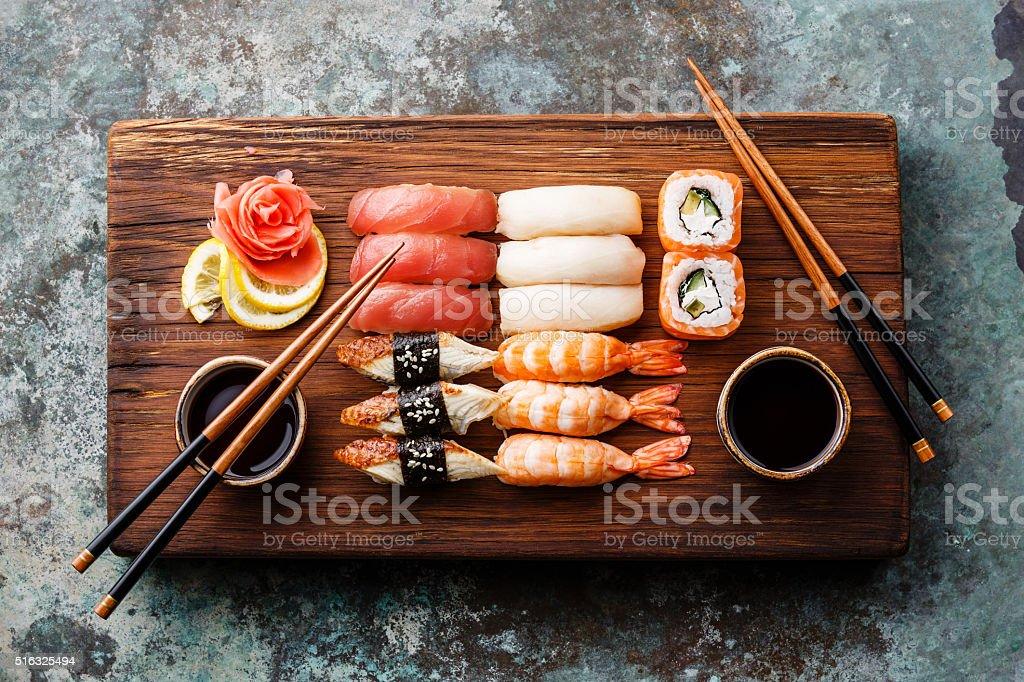 Suchi Set-nigiri-sushi und Brötchen – Foto