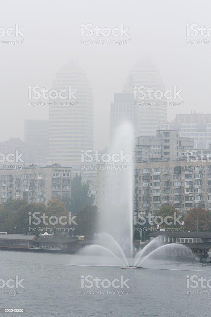 Swan fuente en Dnepropetrovsk. Vertical foto de stock libre de derechos