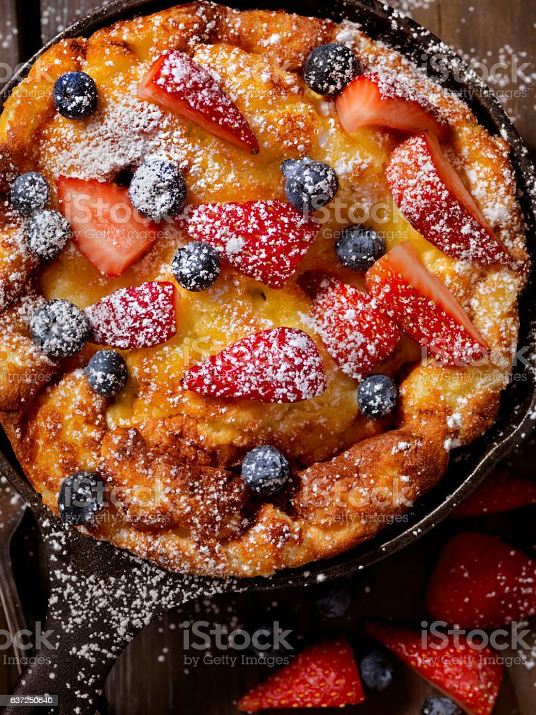 Sweet Berry Skillet, Dutch Baby Pancake stock photo