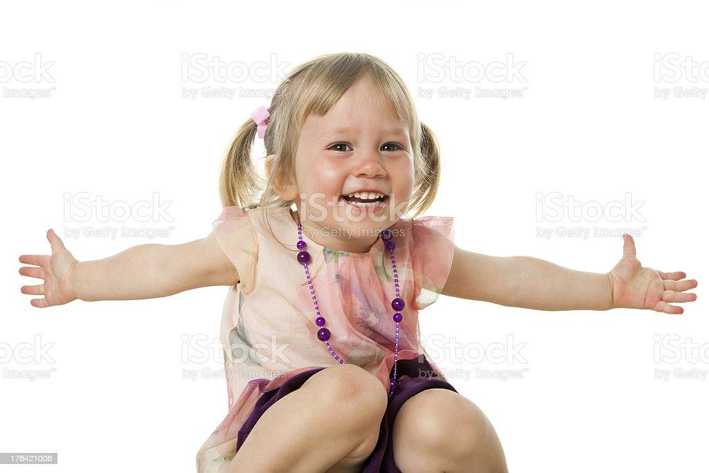 Jolie fille avec bras ouverts. photo libre de droits