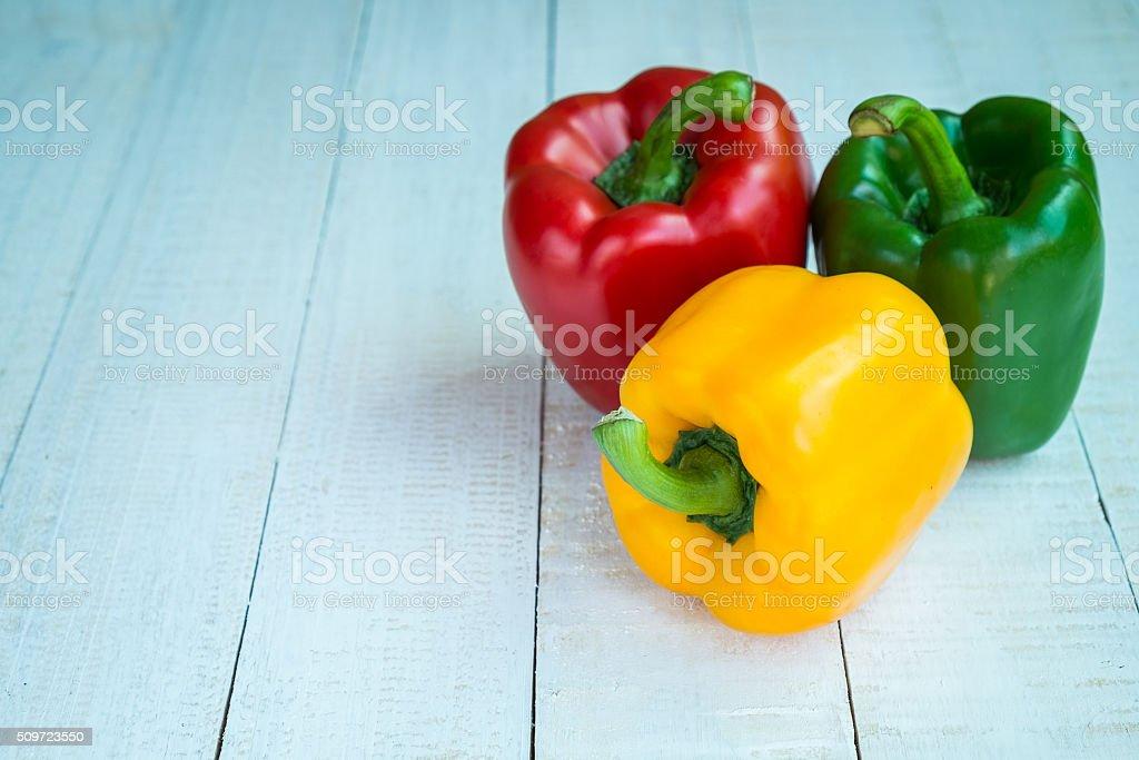 Süßer Paprika auf hölzerner Hintergrund Lizenzfreies stock-foto