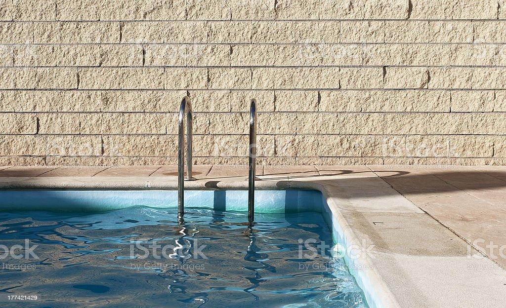 La piscina. Puesta de sol - foto de stock
