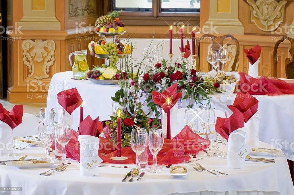 Столы готово для проведения свадебного приема Стоковые фото Стоковая фотография