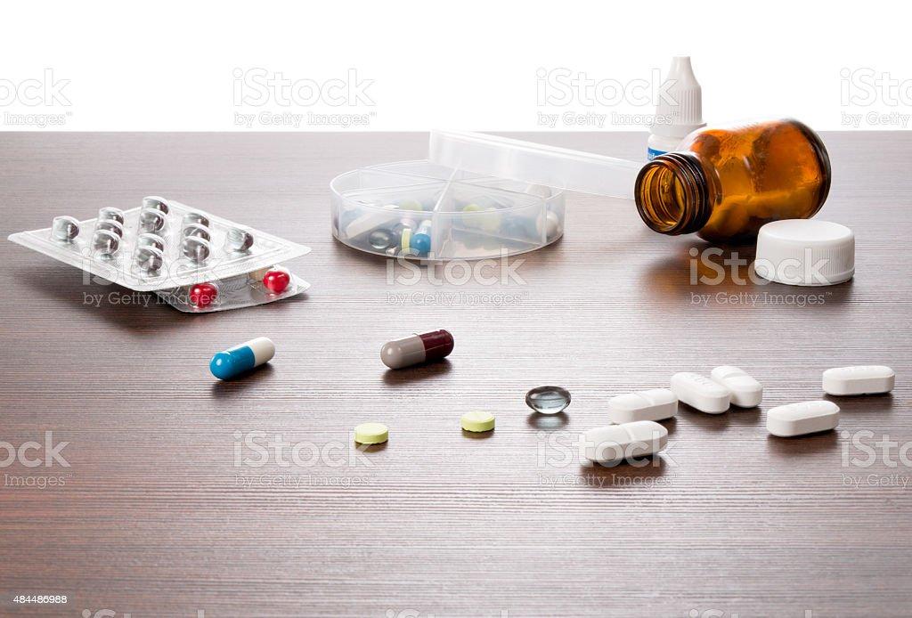 Tabletten in einer Dosierungs Dose stock photo