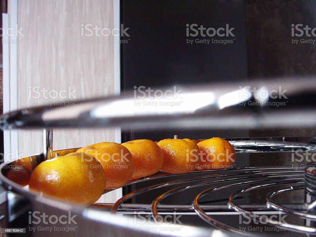 tangerines sur une étagère. photo libre de droits