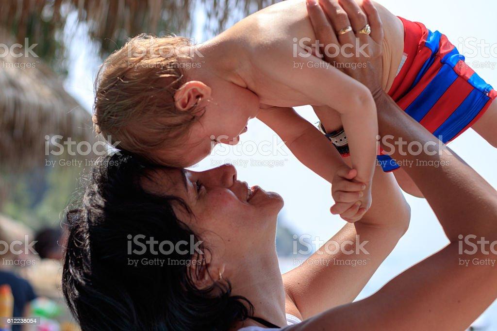 Tante un Baby halten die Köpfe zusammen stock photo