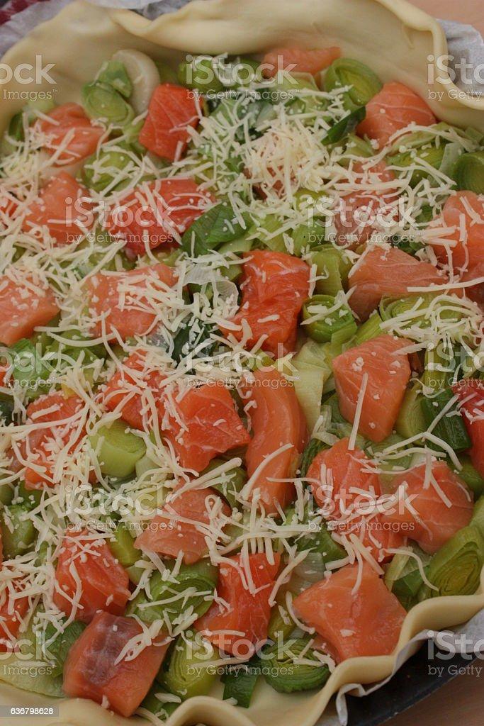 Tarte salée au saumon et poireau stock photo