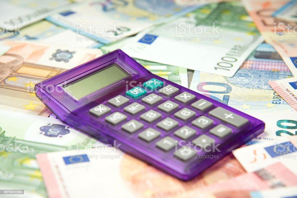 Taschenrechner und Euro Geld stock photo