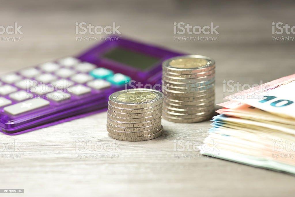 Taschenrechner und Geld stock photo