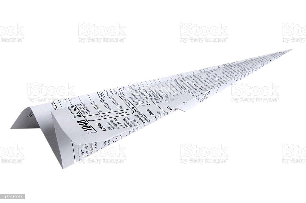 Modulo per la dichiarazione dei redditi Aeroplano di carta, sfondo bianco foto stock royalty-free