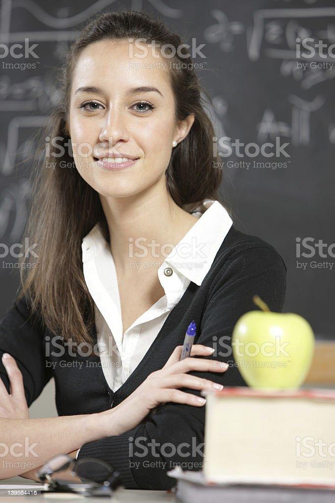 Enseignant devant un tableau noir photo libre de droits