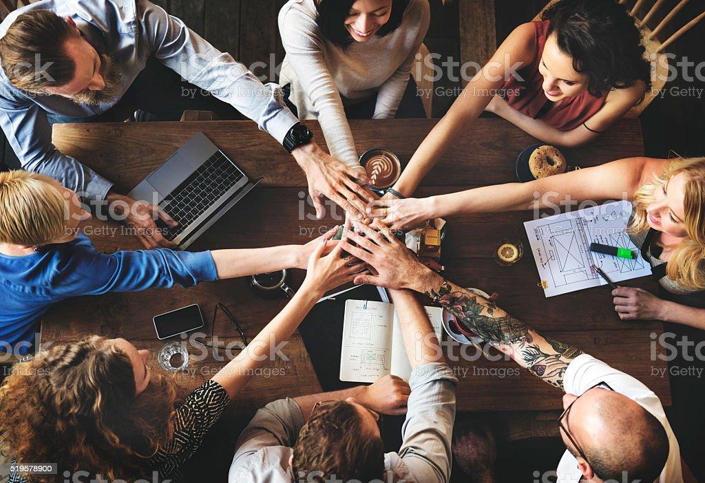 Unidade de equipe amigos reunião conceito de parceria - foto de acervo