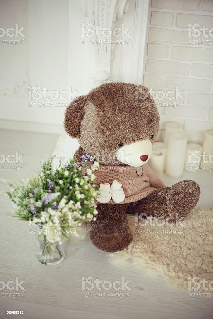 Teddybär und Blumen Lizenzfreies stock-foto