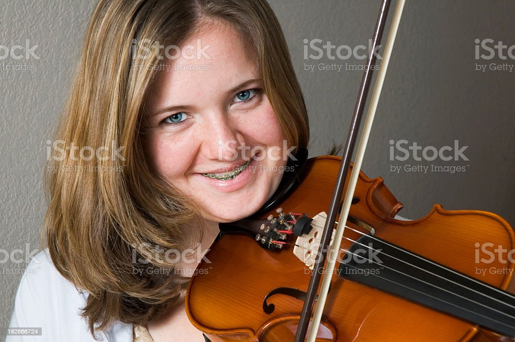 Ritratto di Ragazza adolescente violinista foto stock royalty-free