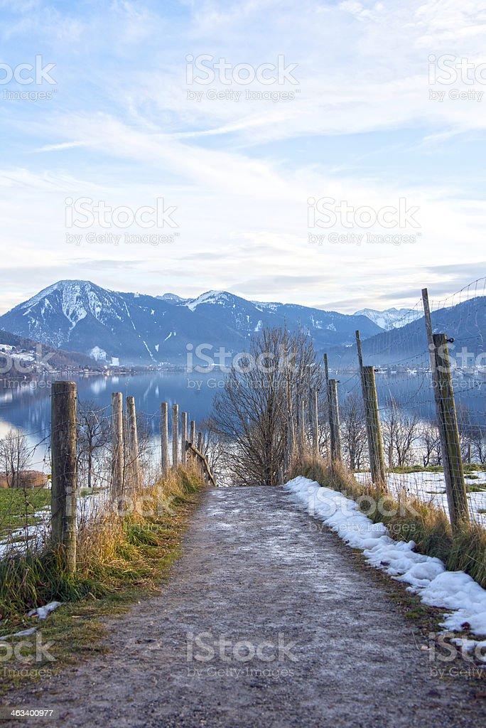 Tegernsee vertikal mit Weg im Vordergrund  - Blick von Kaltenbrunn royalty-free stock photo