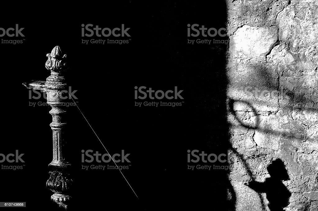 telaraña en barandilla antigua royalty-free stock photo