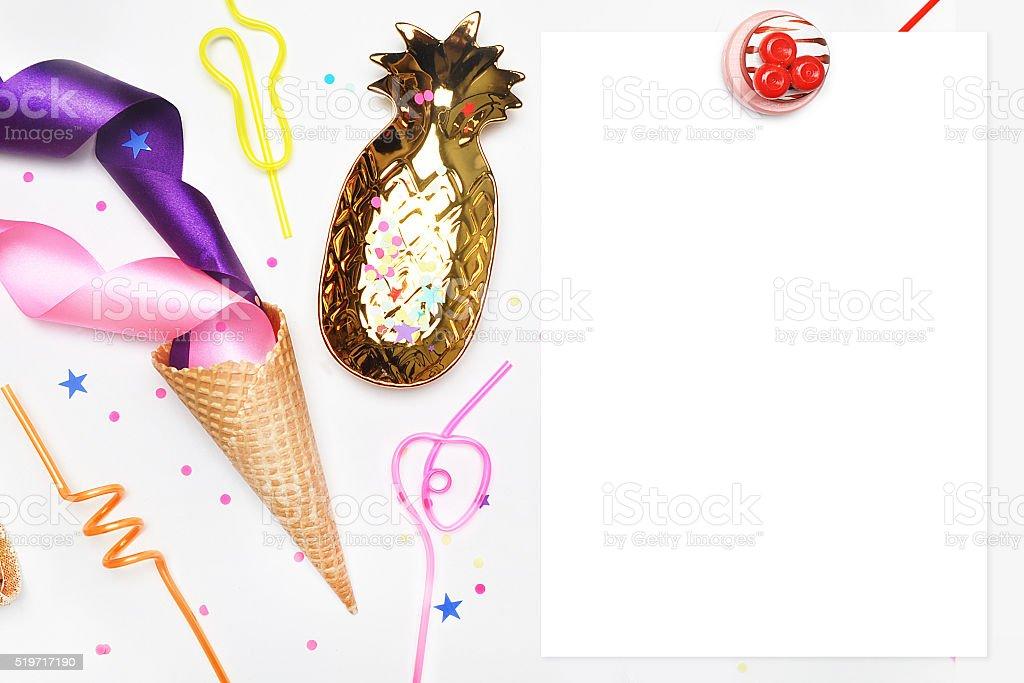 menu de modelos. Quadro branco. Cone de de sorvete, tubos para coquetéis. foto royalty-free