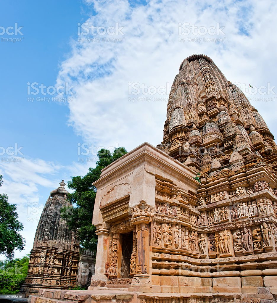 Temples de Khajuraho sous ciel nuageux. Khajuraho, Madhya Pradesh, Inde. photo libre de droits