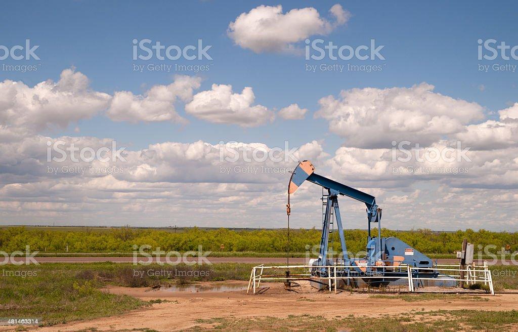 Texas Oil Pump Jack Fracking Crude Extraction Machine stock photo