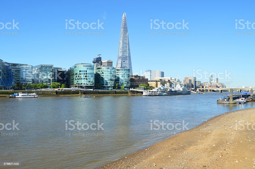 thames river beach in london foto de stock libre de derechos