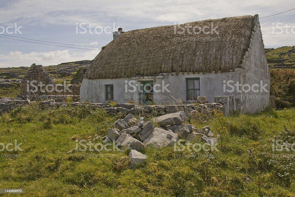 Le Cottage en chaume, Inis Mór, Îles d'Aran, en Irlande photo libre de droits